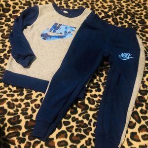 Nike 2 piece set boys size 4